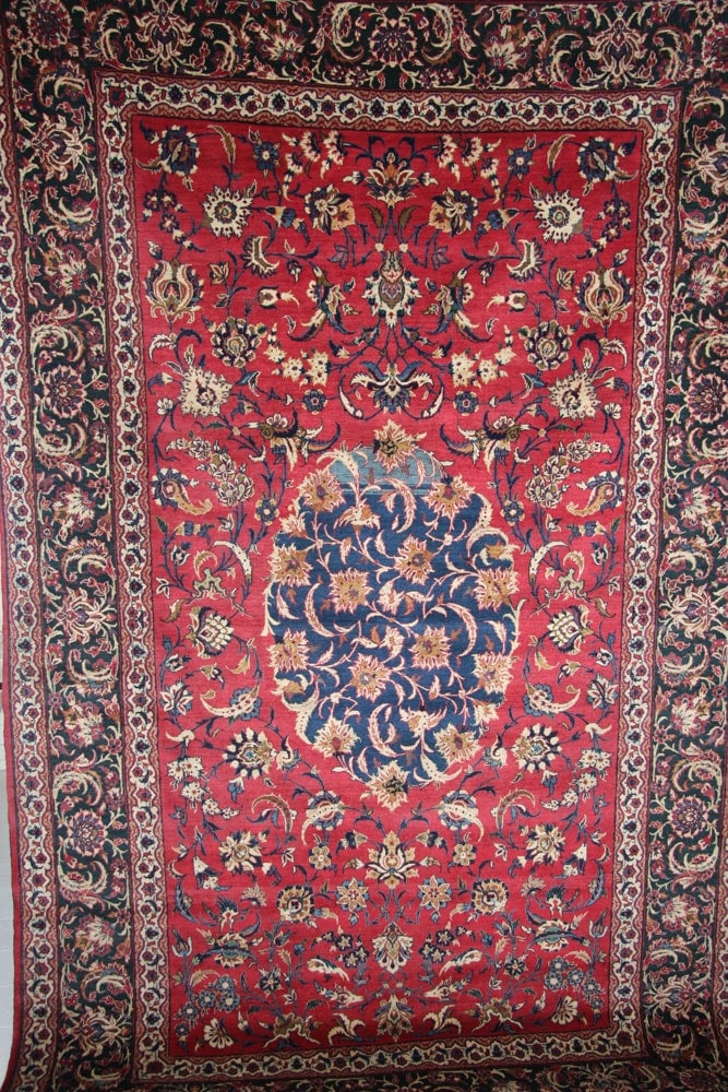 Decorative Isfahan red and green Rug