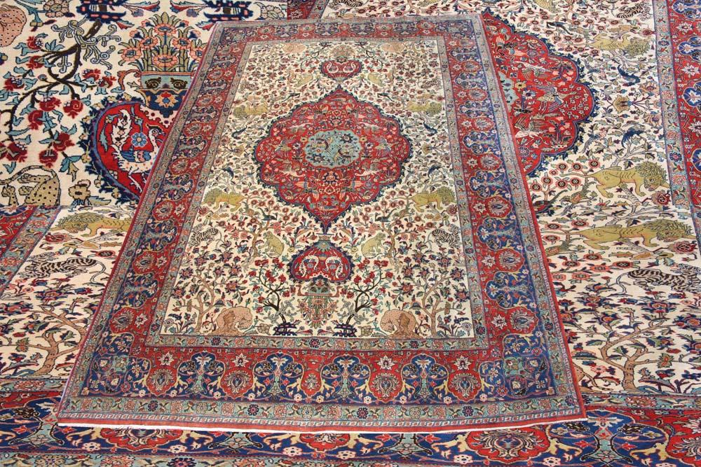 ISFAHAN ROOM SIZE CARPET WITH ANIMALS SCENE