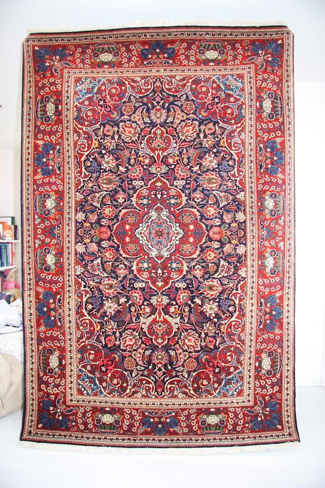 Good Quality Persian Kashan Rug